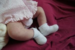 Babyfüße eines Neugeborenen